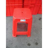 大量出售各种规格各种款式的乔瑞塑胶方凳 有红色 蓝色适合户外户内