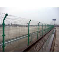 水库防护网多少钱一米?浸塑护栏网生产厂家,腾拓水库围栏网