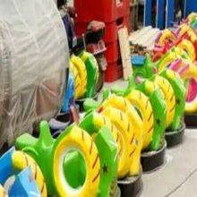 内蒙古儿童游乐碰碰车 公园小孩儿玩的蜗牛碰碰车市场火爆 心悦批发玻璃钢风火轮战车