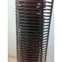 玻纤格栅是选用优质增强型无碱玻纤纱,利用国外先进精编机织成基材