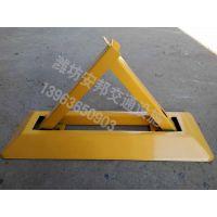 手动三角形车位锁 三角挂锁地锁