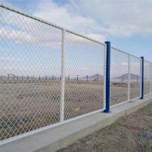 带框架防攀爬护栏网 万泰防护围栏网 体育场围墙栅栏