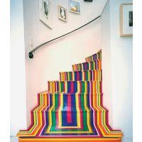 复式楼的简约心机楼梯利用_造型别致且风格独特的楼梯
