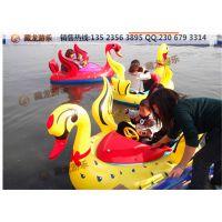 小孩玩的水上塑料船叫什么,水上的小船有电瓶驱动的吗?卡通造型的电瓶船