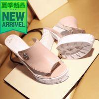 一件代发女士女鞋欧美风真皮粗跟金属装饰白粉色拖鞋