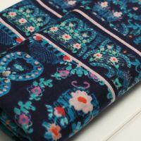 厂家供应 新款涤纶针织印花布 单面纬编复古印花花型服装面料批发