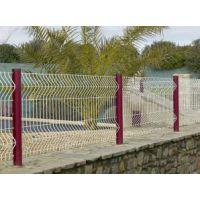 护栏网多少钱一米湖北龙泰百川直销便宜美观大气的三角折弯护栏网