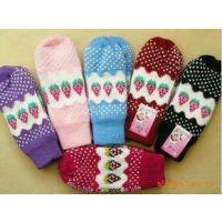 韩国秋冬保暖可爱 草莓手套 女生草莓图案 毛线连指手套70g B009