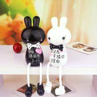 新款 可爱迷你黑白兔吊脚娃娃 爱的象征树脂摆件 情侣礼物批发