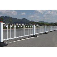 交通护栏网按材料分为钢制城市交通护栏和塑钢城市交通护栏护栏