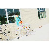 【艺邦雕塑】小黄人大眼萌雕塑定制卡通公园玻璃钢雕塑