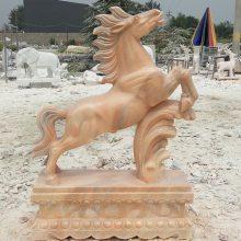 石雕马精雕晚霞红石材马雕刻大型腾飞马广场雕塑厂家定做