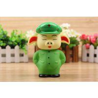 新款绿猪公仔玩具 军款猪悠嘻公仔 玩具猪 搪胶玩具批发地摊热卖