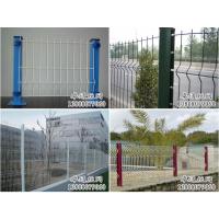 成都小区用2米高三角折弯围栏网,绿色包塑护栏网批发,带安装团队
