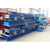 渤海复合板顶板机采用先进的生产工艺以气、电、机械为一体,是加工彩钢保温复台板的专用机械设备