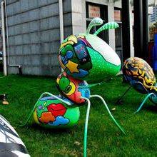 杭州玻璃钢仿真虫宝宝卡通雕塑彩绘毛毛虫农场游乐场树脂糖宝摆件
