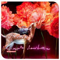 LV圣诞橱窗 圣诞麋鹿雕塑 道具厂家 橱窗定制厂 品牌服饰展示道具
