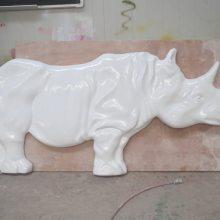 襄阳玻璃钢犀牛浮雕壁画酒店会所别墅树脂犀牛雕塑装饰背景墙