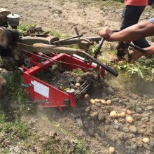 供应8-15马力手扶拖拉机配套红薯土豆收获机宏兴牌