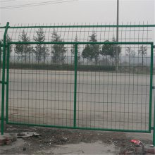铁丝护栏网 桃型柱护栏网 道路隔离网