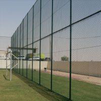 学校体育篮场球场围网 高尔夫足球场浸塑围网 勾花球场护栏厂家