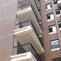扬州江都建筑阳台栏杆 锌钢防护栏门 固定窗定做哪家比较好