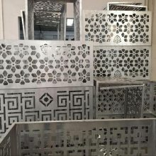商场中庭镂空雕刻铝单板吊顶施工方法