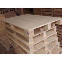 胶合板托盘又称免熏蒸托盘,材料为人造合成板或多层胶合板,可回收利用,出口企业可替代木托盘而无需熏蒸。