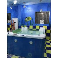 重庆婴儿游泳馆设备亚克力婴儿游泳池洗澡盆价格优小儿推拿水育早教培训