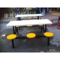 东莞哪里有卖食堂餐桌椅 玻璃钢连体餐桌 6人位圆凳桌椅 康腾体育批发