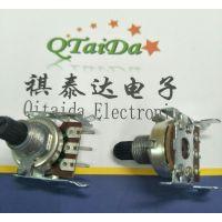 供应R12单联卧式回转型音响功放B50K塑柄可带中点直插碳膜电位器