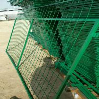 光伏电站铁丝网 围栏网浸塑防护网厂家 南昌市钢板网规格生产