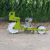 电动水芹菜种植机 春萝卜播种机 四轮车谷子精播机
