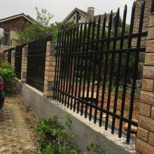 厂家直销工厂双面弯头栅栏、小区固定式栏杆、学校通透式护栏订做
