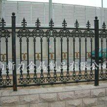 铸铁栅栏 铸铁护栏 别墅公园小区围栏 铁艺护栏 式样新颖 美观大方 河南新力