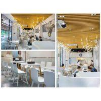 广州市烧味店室内木纹铝方通吊顶,装饰美观,绿色环保。