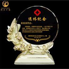武汉公司退休礼品,定制光荣退休奖牌,陶瓷花瓣纪念牌