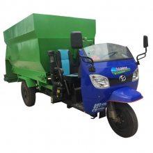 喂养电动上料车规格 牛羊养殖一直用润丰电动上料车