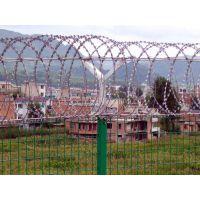 孟业供应岳阳铁路刺丝滚笼 监狱围墙刀片刺网 高速公路防护网