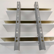 仿木纹铝方通吊顶效果图 商场通道U形铝方通天花