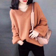 东莞男女装t恤、东莞秋款毛衣、东莞高领针织毛衣