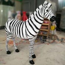 广州玻璃钢雕塑仿真斑马 幼儿园景观动物摆件 马达加斯加斑马树脂玻璃钢雕塑