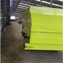 新技术饲料撒料车 养殖场自动撒料机 润众青贮投料车