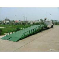 新疆DCQY8-0.9移动登车桥 塔城导轨式升降货梯 奎屯室内无障碍升降机
