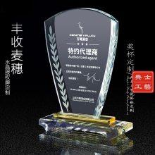 乌鲁木齐定做年会礼品的厂家,单位年会员工表彰奖杯,优秀员工奖杯,高档年会水晶奖品批发