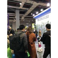 娇娇机器人在国际广告设计展为苏州隆华广告器材公司代言