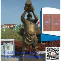 青岛啤酒城人物雕塑 玻璃钢仿铜啤酒会场景观雕塑