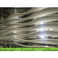 波浪形铝方通吊顶定制厂家那里实惠,铝方通主要装饰应用领域。