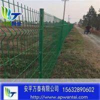 住宅小区围墙围栏 浸塑钢丝护栏网 三角折弯护栏网价格