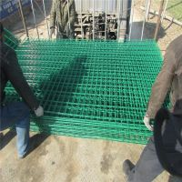 公路围栏厂家 场地护栏网 桃型柱护栏网安装